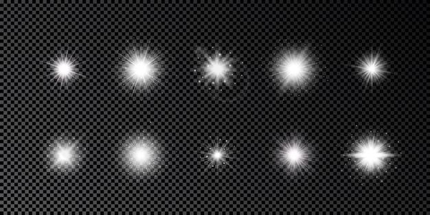 Effetto luce dei riflessi dell'obiettivo. set di dieci effetti starburst di luci bianche incandescenti con scintillii su uno sfondo trasparente scuro. illustrazione vettoriale