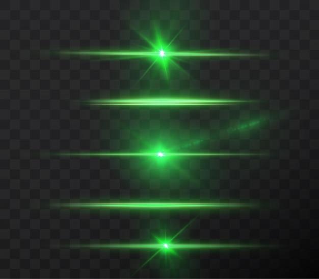 Raggi di luce di colore verde orizzontale chiaro con lampi di abbagliamento isolati su sfondo trasparente.