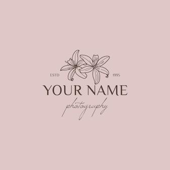 Modello di progettazione del logo del fiore di giglio in stile lineare minimale semplice. emblema floreale vettoriale e icona per fotografi di matrimoni.