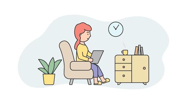 Composizione lineare della donna del carattere che si siede sulla sedia che tiene il computer portatile e casa di lavoro