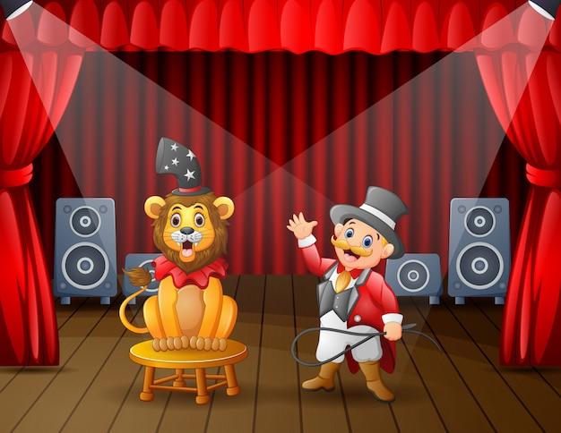 Un circo leone con istruttore esibirsi sul palco