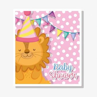 Leone con banner di festa per la celebrazione della doccia di bambino