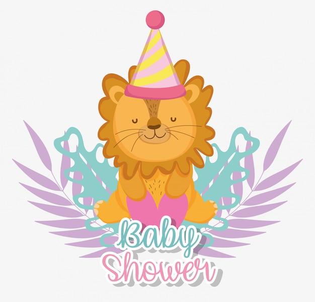 Leone con cappello da festa per celebrare la baby shower