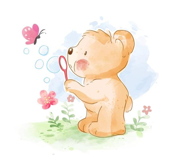 Piccolo orso che soffia bolla con piccola illustrazione di farfalla