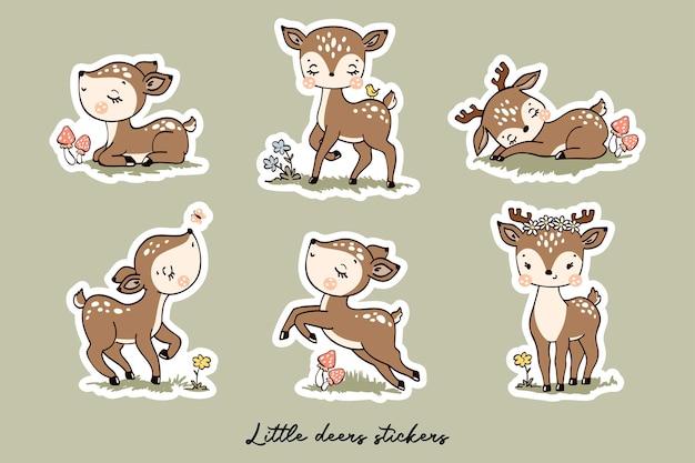 Collezione di adesivi di piccoli cervi con personaggi dei cartoni animati in stile disegnato a mano
