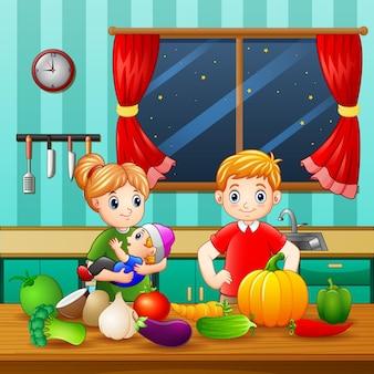 Piccola famiglia in cucina con diversi tipi di verdure