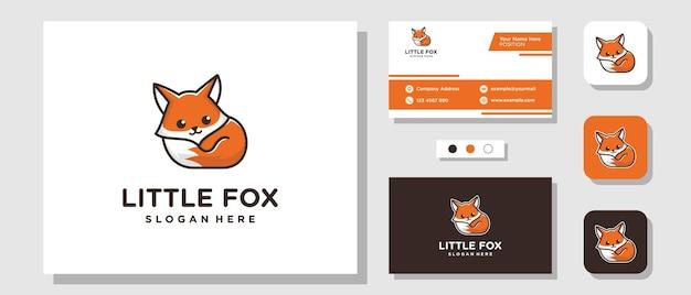 Piccola volpe mascotte simpatico cartone animato illustrazione dolce logo design con modello di layout biglietto da visita