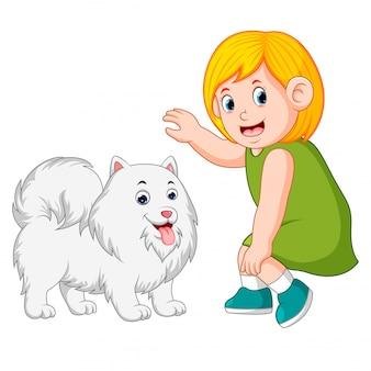 Bambina e cane gentile