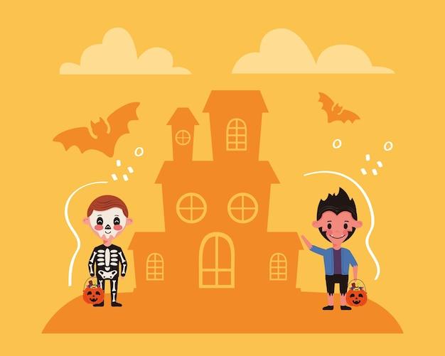 Bambini piccoli con personaggi di costumi di halloween e castello infestato