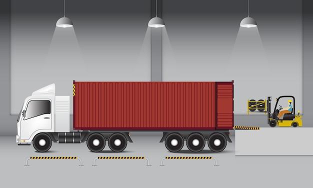 Magazzino logistico e banchina di carico dell'industria dei trasporti.