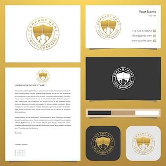 Logo aziendale o relazione si combinano con lo scudo nel biglietto da visita logo premium vettore premium