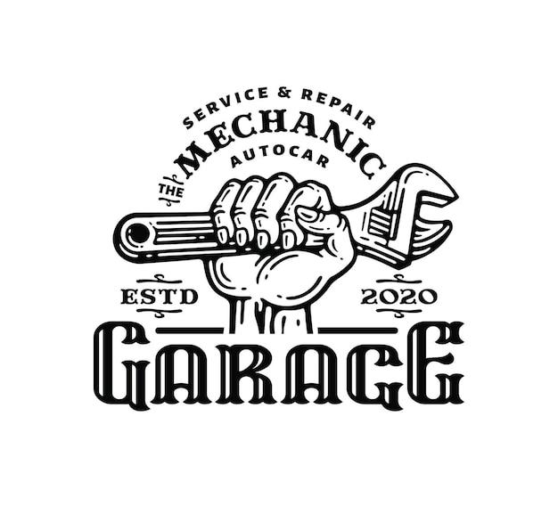 Logo emblema della mano che afferra una chiave inglese in un'illustrazione vintage scarabocchio