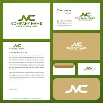 Logo lettera iniziale nc nel biglietto da visita premium vector logo premium