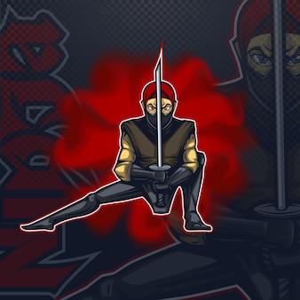 Logo talismano ninja in posizione di combattimento esport team.