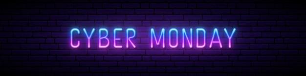Insegna al neon lunga con scritta incandescente cyber monday.