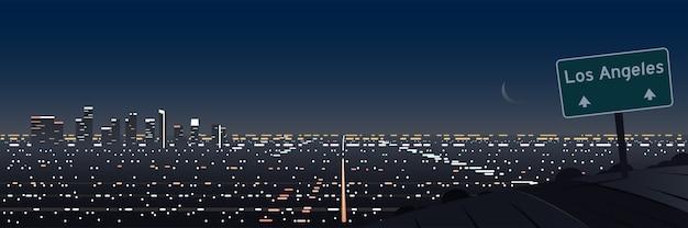 Scena notturna di los angeles panoramica e strada