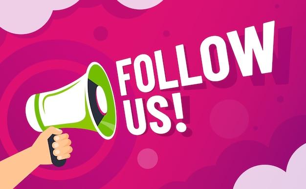 L'altoparlante in mano invita follower, comunicazione del marchio sui social media online e seguito.