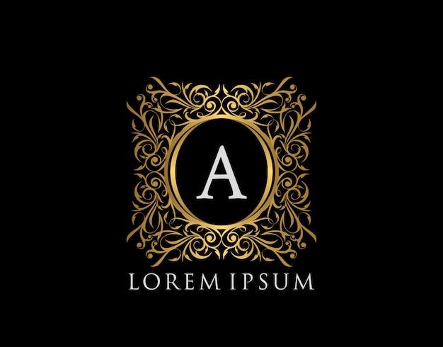 Logo della lettera a del distintivo di lusso. emblema vintage calligrafico oro di lusso con bellissimo ornamento floreale di classe. classy frame design illustrazione vettoriale.