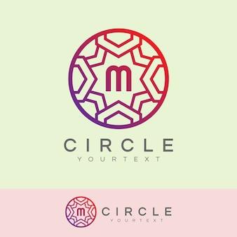 Cerchio di lusso iniziale lettera m logo design
