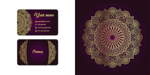 Il biglietto da visita e il fondo arabesque di lusso della mandala dell'oro hanno messo sul colore magenta elegante