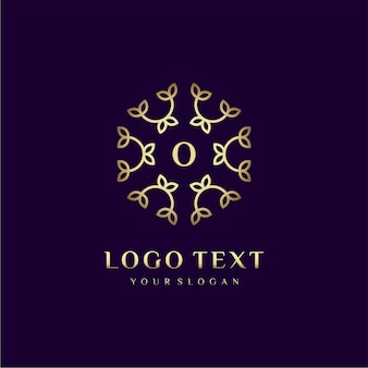 Luxury logo concept design letter (o) per il tuo marchio con decorazione floreale