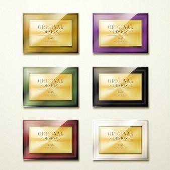 Collezione di piatti dorati di qualità premium di lusso su sfondo beige