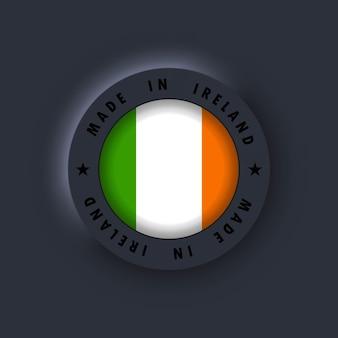 Prodotto in irlanda. irlanda fatto. emblema di qualità irlandese, etichetta, segno, pulsante, distintivo in stile 3d. bandiera dell'irlanda. vettore. icone semplici con bandiere. interfaccia utente scura di neumorphic ui ux. neumorfismo