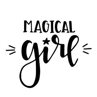 Poster o carte di tipografia disegnati a mano ragazza magica. frase scritta concettuale. disegno calligrafico con lettere a mano.
