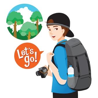 Viaggiatore con zaino e sacco a pelo maschio con bagaglio e macchina fotografica per il viaggio