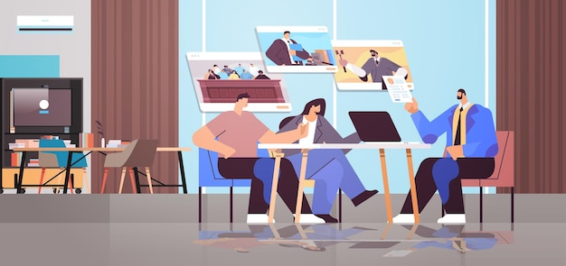 Avvocato maschio o giudice consultare discutendo con i clienti durante la riunione legge e servizio di consulenza legale concetto di consultazione online moderno ufficio interno orizzontale