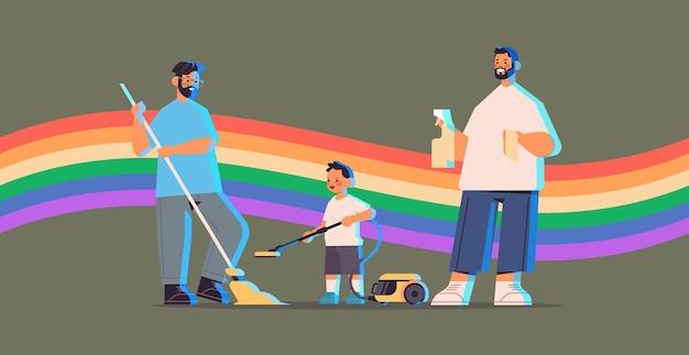 Genitori maschi che puliscono casa con figlio piccolo famiglia gay transgender amore comunità lgbt concetto bandiera arcobaleno sfondo illustrazione vettoriale orizzontale integrale