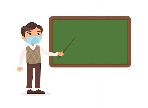 Insegnante maschio con le maschere protettive sul suo fronte che sta l'illustrazione piana di vettore della lavagna vicina. insegnante che indica alla lavagna in bianco nel personaggio dei cartoni animati dell'aula. protezione dai virus respiratori, alle