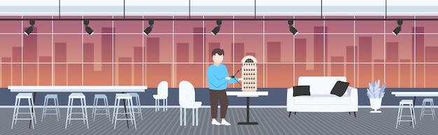 Uomo architetto utilizzando bussola ingegnere redazione nuovo edificio città modello urbano panning concetto di progetto alloggiamento appaltatore piano casa moderno studio ufficio interno orizzontale a figura intera