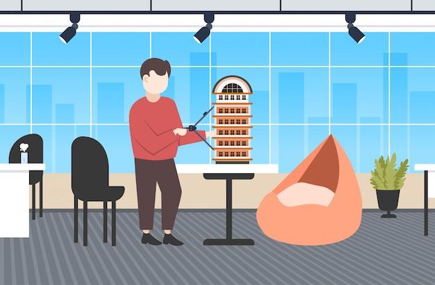 Uomo architetto utilizzando bussola ingegnere redazione nuovo edificio città modello urbano panning concetto di progetto alloggiamento appaltatore piano casa moderno ufficio interno orizzontale