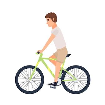 Uomo o ragazzo vestito con abiti casual che vanno in bicicletta