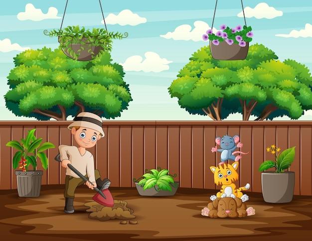 Uomo che scava il terreno con una pala in giardino