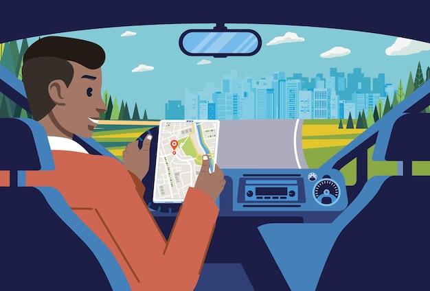 Uomo che guida in periferia verso la città utilizzando le indicazioni dalla mappa in linea per interni dell'auto