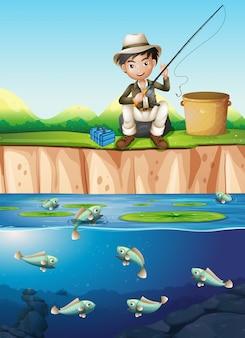 Un uomo che pesca nello stagno