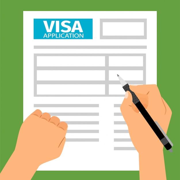 Le mani dell'uomo che compilano la richiesta di visto,