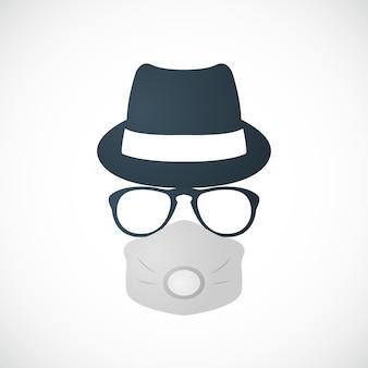 Uomo con cappello, occhiali e respiratore
