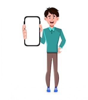 Uomo che tiene telefono astuto nero con schermo vuoto bianco