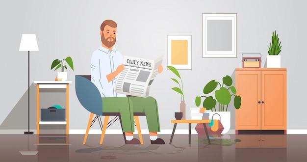Uomo che tiene il giornale leggendo le notizie quotidiane stampa concetto di mass media imprenditore seduto sulla poltrona