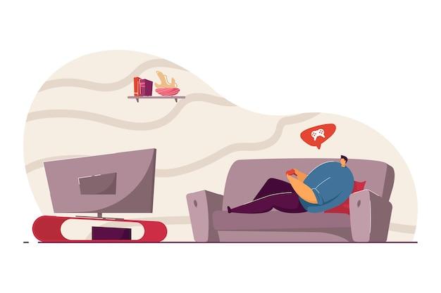 Uomo sdraiato sul divano e giocando alla console di gioco. ragazzo che tiene il joypad, si diverte nell'illustrazione piatta vettoriale del fine settimana intrattenimento, concetto di gioco per computer per banner, progettazione di siti web o pagina web di destinazione