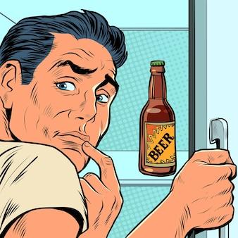 Un uomo vicino al frigorifero con la birra dipendenza da alcol