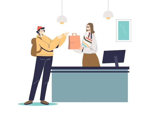 L'uomo lo shopping nel negozio al dettaglio al cassiere femminile alla cassa
