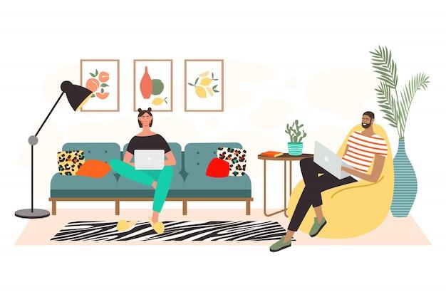 Uomo e seduto sul divano con i computer portatili e lavorare da casa. lavoro indipendente e concetto di lavoro conveniente. interno soggiorno. lavoro a distanza, studio online, istruzione.