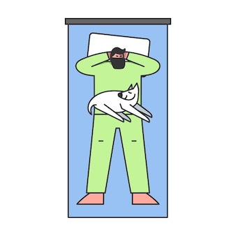 L'uomo dorme sul letto comodo mettere le mani sulla sua testa