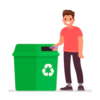 L'uomo getta una bottiglia di plastica nel bidone della spazzatura. il concetto di cura dell'ambiente e smistamento dei rifiuti.