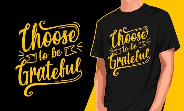 Il design della maglietta da uomo sceglie di essere grato