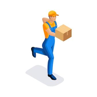 L'uomo in uniforme sta correndo consegnando un ordine in una scatola di cartone. concetto di consegna. furgone di consegna veloce. fattorino. carattere dell'emozione.